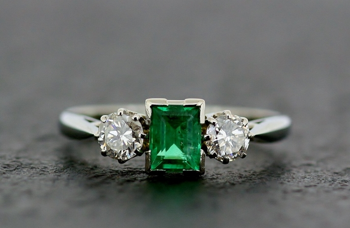 art deco white gold diamond and emerald engagement ring