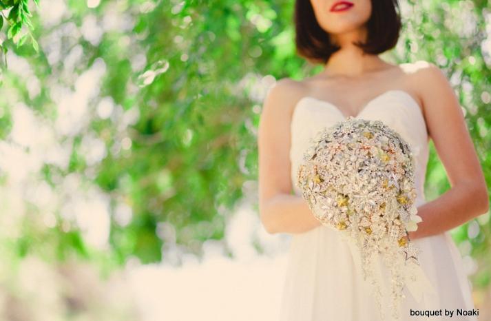 beautiful cascading vintage brooch bouquet