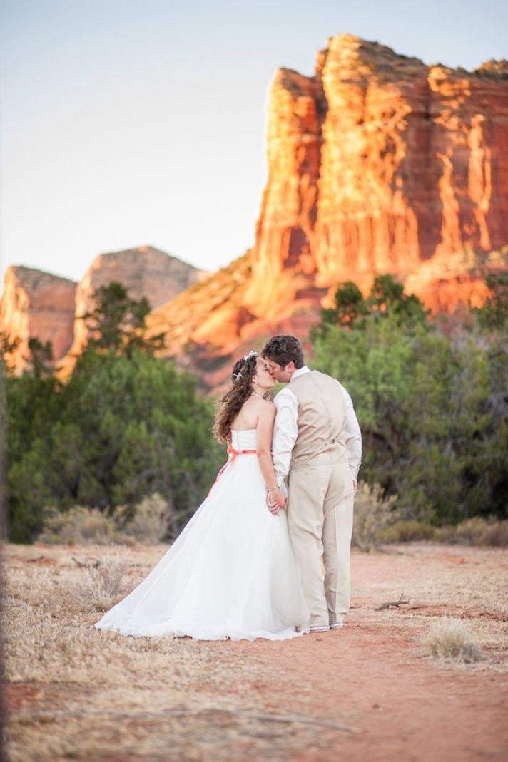 Real wedding couple kiss in Sedona
