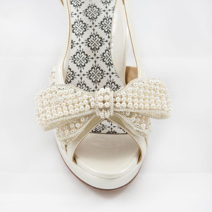 White bow shoe clip
