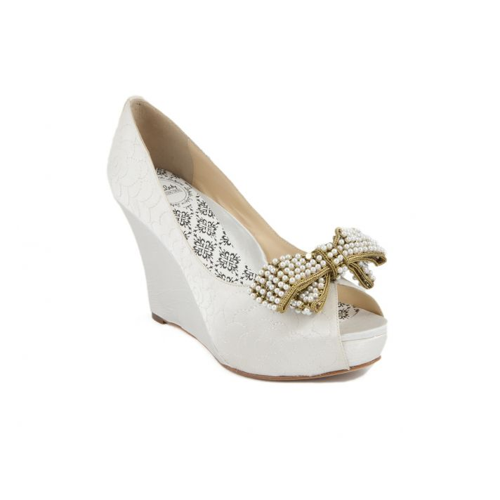 Bridal wedges with bow