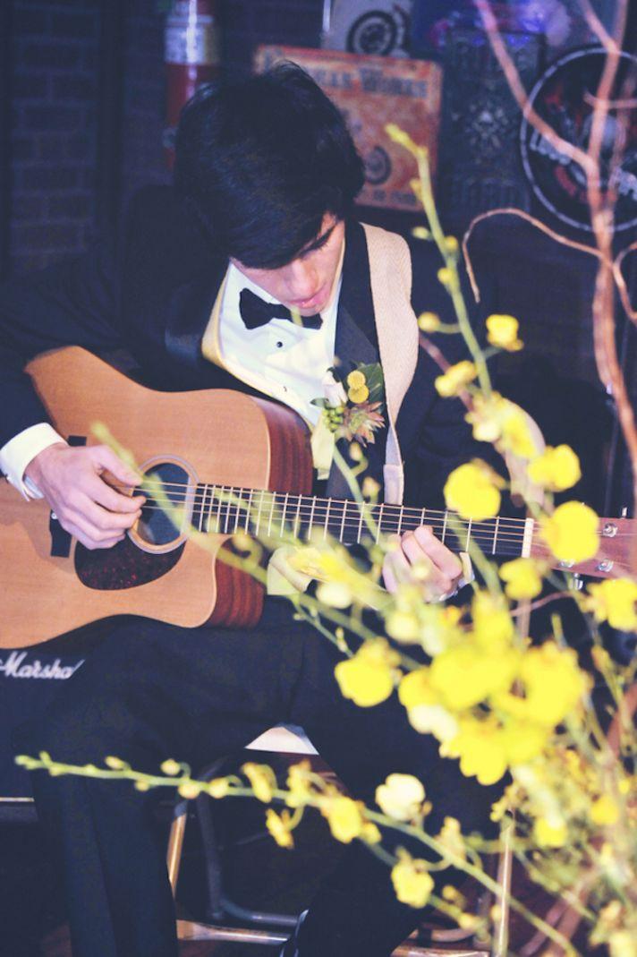 Live guitar for a museum wedding