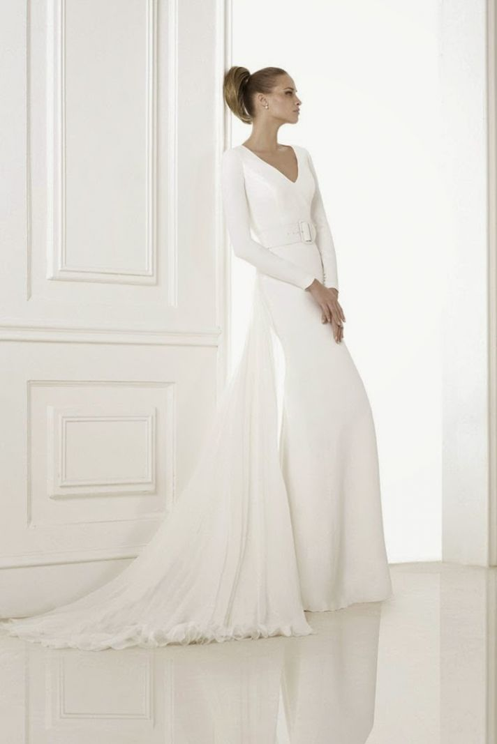 Minimalist wedding gown from Pronovias