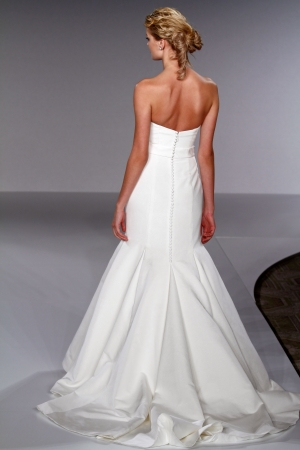 Vineyard collection wedding dress style carter onewed for Vineyard wedding dresses