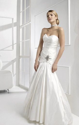 Colet italy wedding dress style cn61437 onewed for Italian design wedding dresses