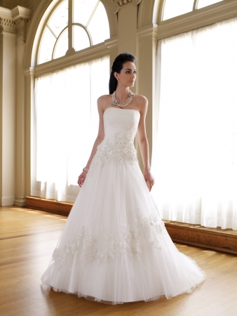 David tutera for mon cheri designer wedding dresses onewed for Mon cheri wedding dress prices
